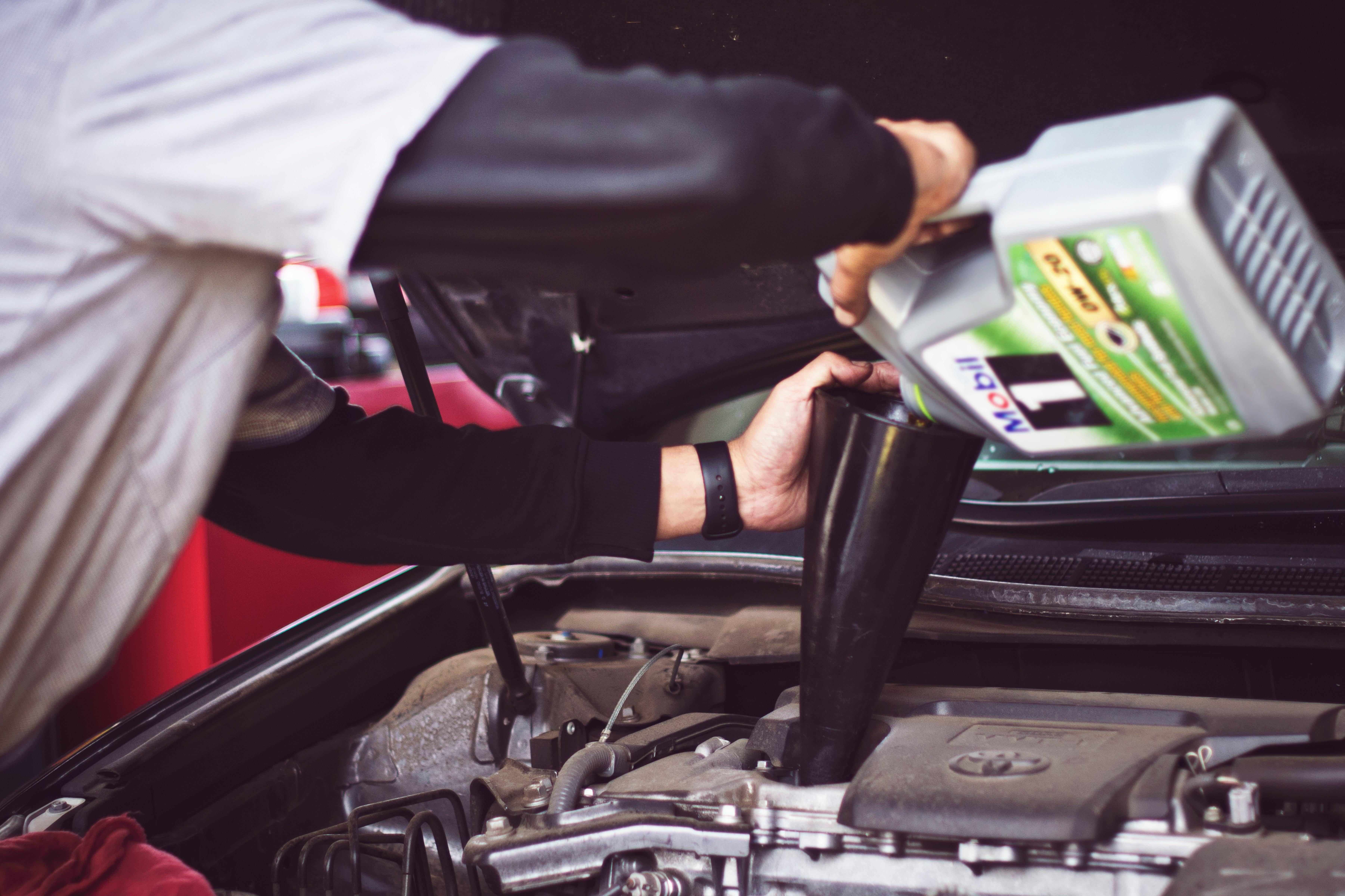 Unsplash car mechanic